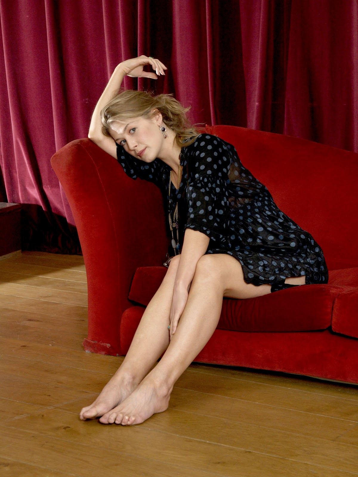 Rosamund Pike Feet  Celebrity Pictures-9954