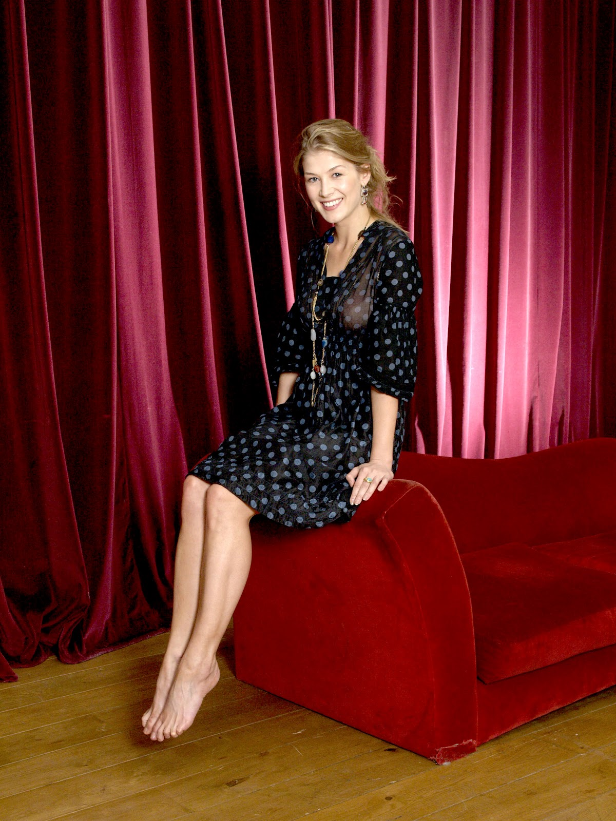 Rosamund Pike Feet  Celebrity Pictures-5208
