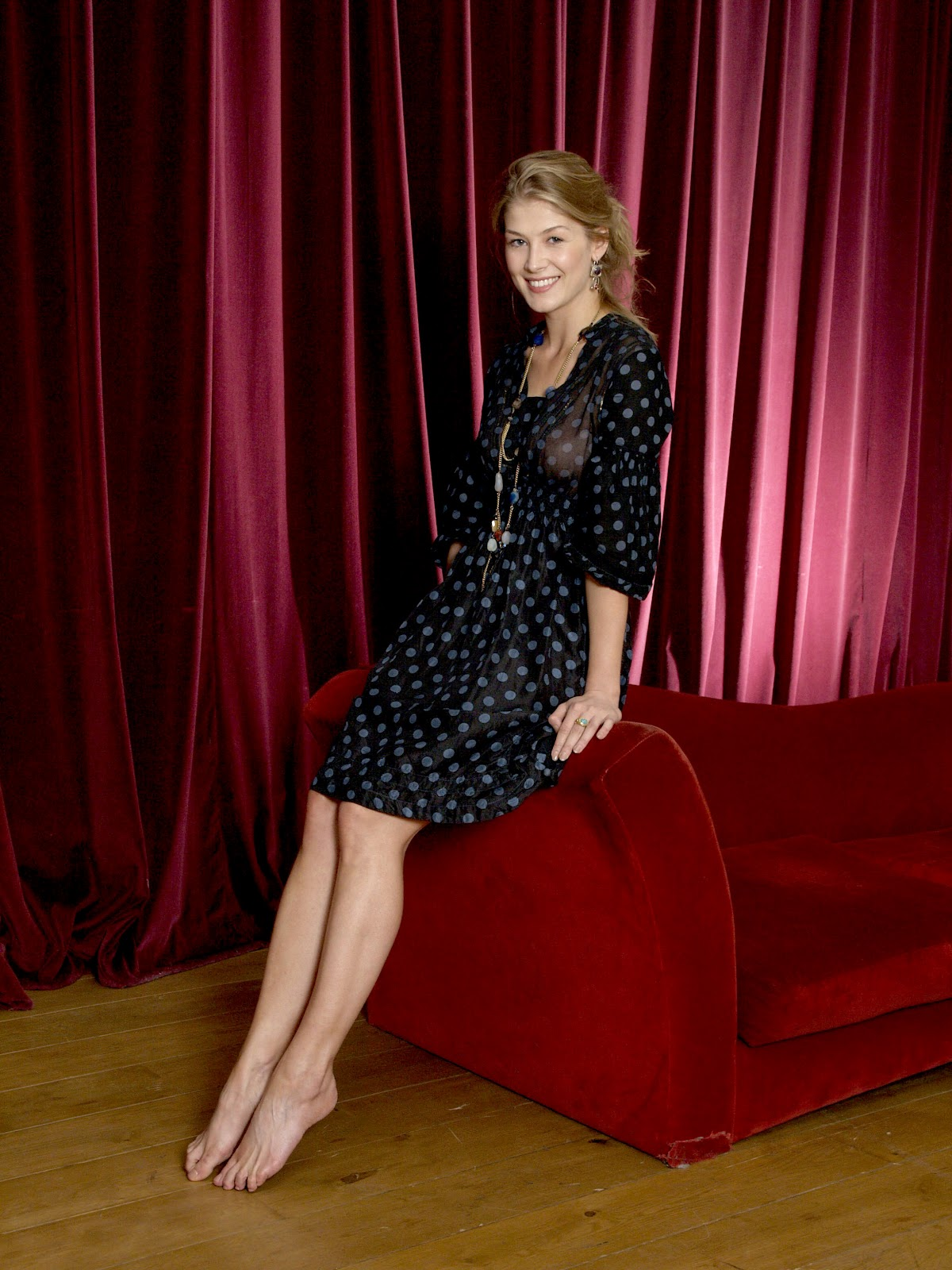 Rosamund Pike Feet  Celebrity Pictures-4060